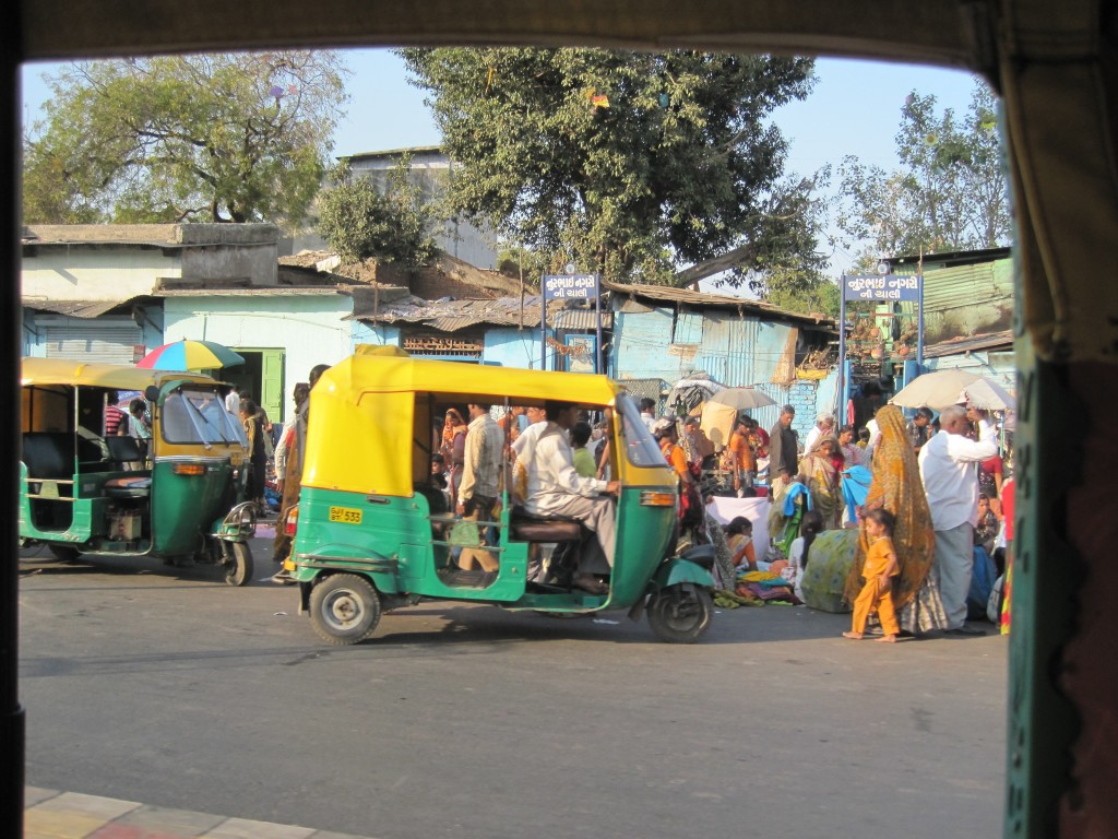 Tuk-Tuk-and-market